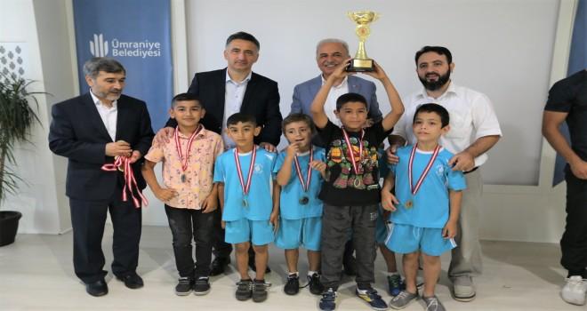 Ümraniye Camii Gençlik Yaz Spor Turnuvaları Kapanış Töreni Gerçekleşti
