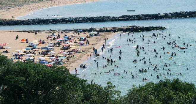 Sıcaktan Bunalan İstanbullular Riva Plajı'na Akın Etti