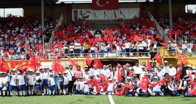 """BAĞCILAR'DA 30 BİN ÖĞRENCİ YAZ SPOR OKULLARINA """"MERHABA"""" DEDİ"""