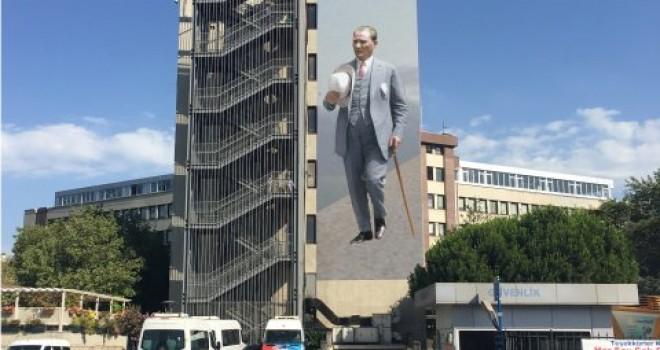 Atatürk'ün Duvar Resmi İçin 20 Bin Kişi Oy Kullandı