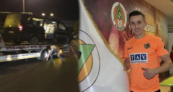 Alanyasporlu futbolcuları taşıyan araç devrildi: Josef Sural öldü