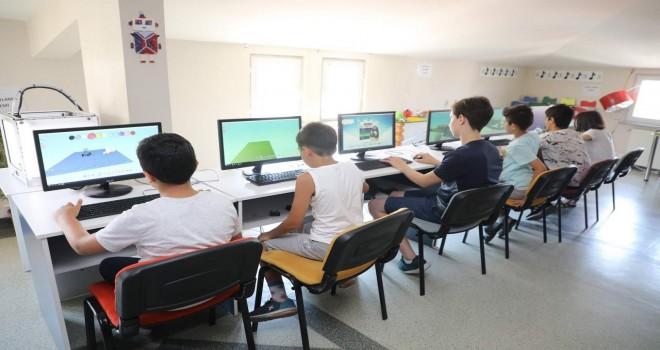 Eyüpsultanlı öğrencilere Robotik eğitim kursu