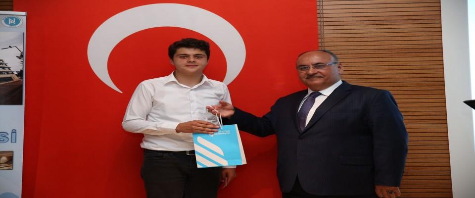Türkiye'de Bir İlk! Liseler Arası Kur'an-ı Kerim'i Güzel Okuma Yarışması Yapıldı