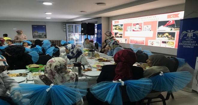 Çekmeköy Erzurumlular Derneği'nin  Kadın Kolları 15  Temmuz 'u Andı